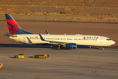 Delta Airlines Boeing 737-832 N3756 6-16-17