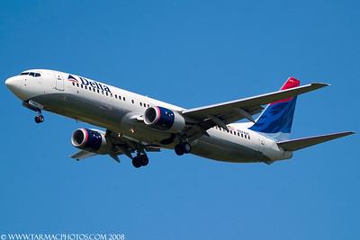 DeltaAirlinesBoeing737832N3742C_37