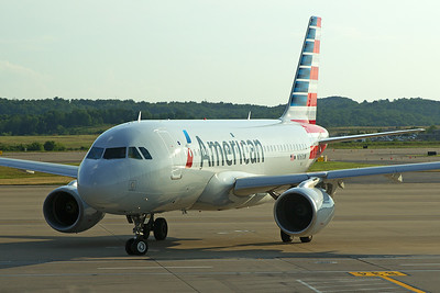 American Airlines A319-112 N767UW 7-25-16