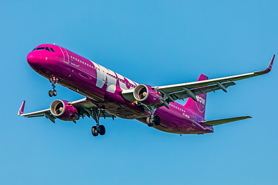 WOW air Airbus A321-211 TF-MOM 8-12-18