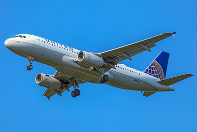 United Airlines Airbus A320-232 N481UA 8-12-18