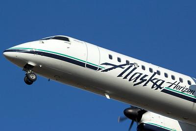 Horizon Air Bombardier DCH-8-402 N421QX 6-22-15
