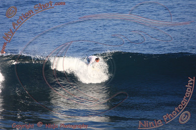2008_06_01 - Surfing Uluwatu, BALI - Kurt