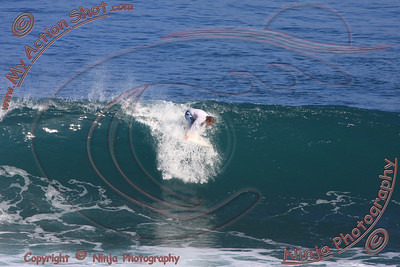 <font color=#F75D59>2008_06_03 - Surfing Uluwatu, BALI - Kurt</font>
