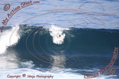 <font color=#F75D59>2008_06_04 - Surfing Uluwatu, BALI - Kurt</font>