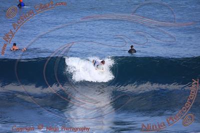 <font color=#F75D59>2008_06_07 - Surfing Uluwatu, BALI - Kurt</font>