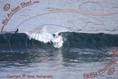 2008_06_08 - Surfing Uluwatu, BALI - Kurt