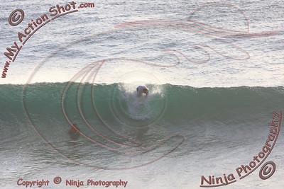 <font color=#F75D59>2008_06_12 - Surfing Uluwatu, BALI - Kurt</font>
