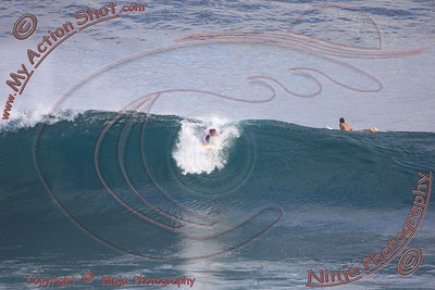 <font color=#F75D59>2008_06_19 - Surfing Uluwatu, BALI - Kurt</font>