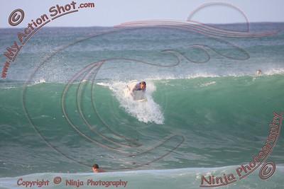 <font color=#F75D59>2008_10_14 - Surfing Pipeline, North Shore (OAHU) - Kurt</font>