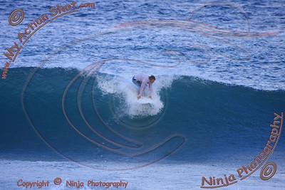 2008_10_24 - Surfing Pipeline, North Shore (OAHU) - Kurt