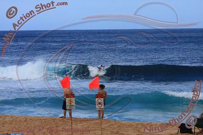 2008_11_10 - Surfing Pipeline, North Shore (OAHU) - Kurt