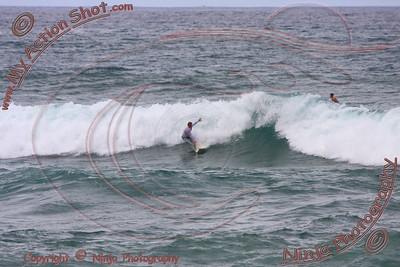 2008_11_15 - Surfing Jocko's, North Shore (OAHU) - Kurt