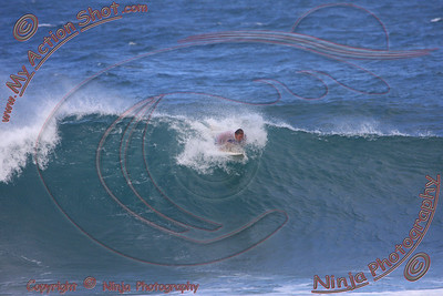 2009_11_05 am - Surfing Pupukea, North Shore (OAHU) - Kurt