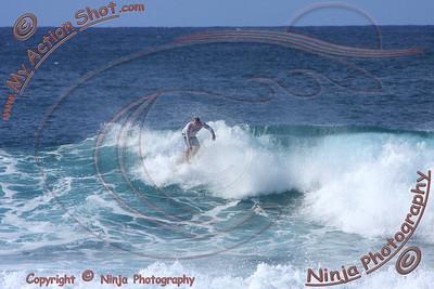 2009_11_05 pm - Surfing Pupukea, North Shore (OAHU) - Kurt