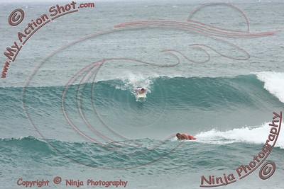 2009_11_14 - Surfing Ehukai, North Shore (OAHU) - Kurt