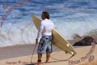 2010_10_21 - Surfing Ehukai, North Shore (OAHU) - Kurt