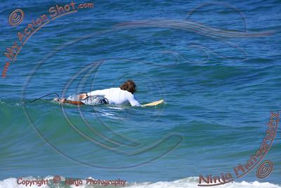 2010_12_08 - Surfing Laniakea, North Shore (OAHU) - Kurt