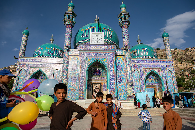 Friends and families often gather around the turquoise walls of the Kart-e-Sakhi shrine (Zīārat-e Sakhī, زیارت سخی) in the evening.
