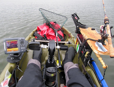 Fishfinder on NW plate. Accessory plate to the right is elevated to allow for paddle blade.