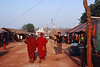 Echoppes de commerçants installées pour un pwe (rassemblement festif) donné à l'occasion de la pleine lune de février autour du site antique de Kakku. Etat Shan/Birmanie (Myanmar)