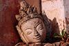 Tête de statuette posée à l'extérieur d'un stupa du site antique de Kakku. Etat Shan/Birmanie (Myanmar)