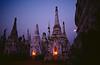 Niches de stupas éclairées dans le site antique de Kakku à l'occasion de la pleine lune de février. Etat Shan/Birmanie (Myanmar)