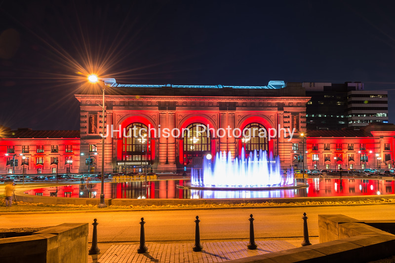 KC0062 - Union Station & Fountain in Red