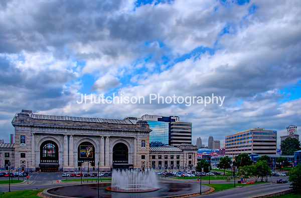 KC0011 - Union Station, Fountain & Sky