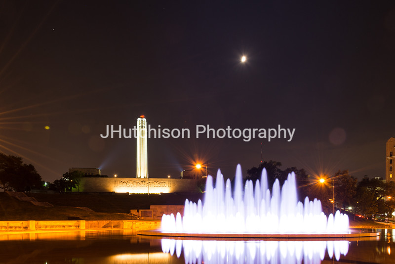 KC0060 - Henry Wollman Bloch Fountain & WWI Memorial at Night