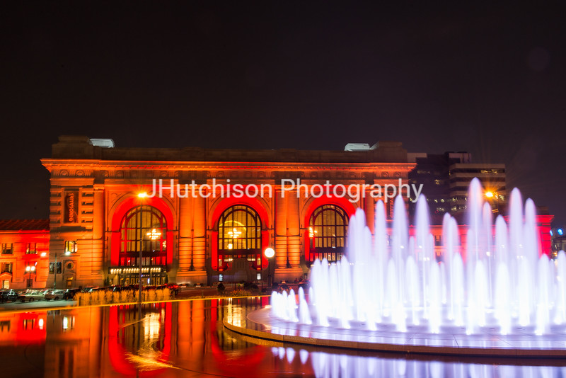 KC0061 - Union Station & Fountain in Red Close