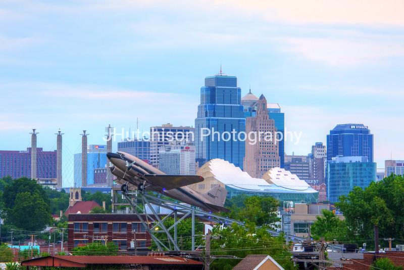 KC0034 - Three Icons of Kansas City Skyline