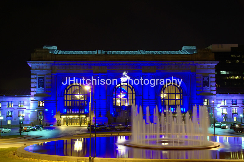 KC0022 - Union Station & Fountain in Blue