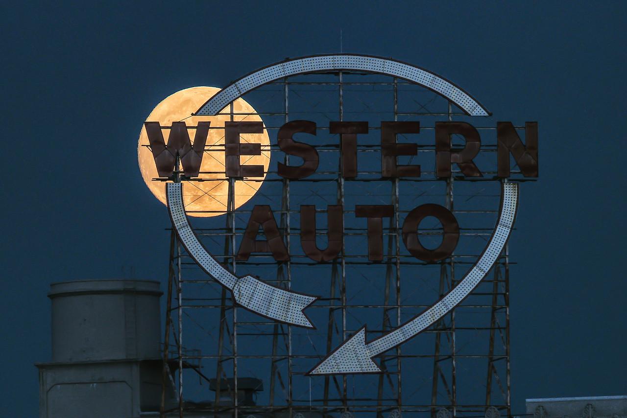 Western Auto Supermoon