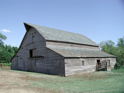 Old barn in Skellyville area - NW Kingman County