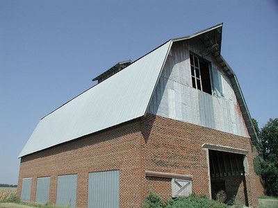 Huge barn between New Albany and Fredonia - Wilson County