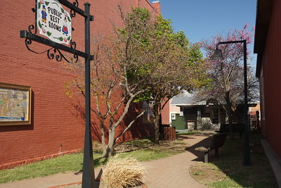 Pocket park in Lindsborg