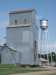 Elevator and water tower in Nickerson - Reno County