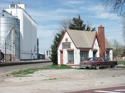 Elevator and former service station at Kinsley - Edwards County