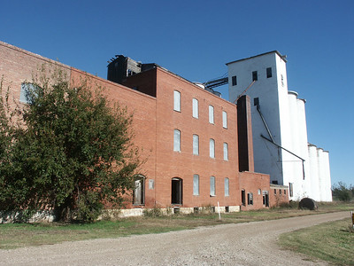 Elevator and mill at Gypsum - Saline County