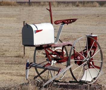 Planter mailbox - Thomas County