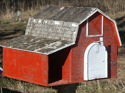 Barn mailbox - Reno County