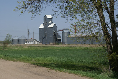 Grain elevator in Kackley