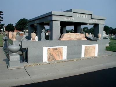 Davis Memorial in Hiawatha cemetery