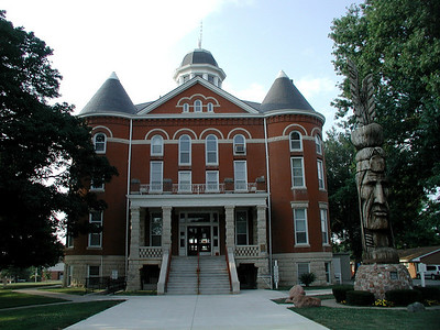 Doniphan County Courthouse and Tall Oak Monument in Troy