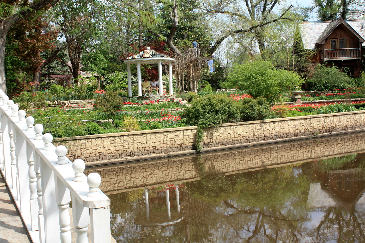 Gazeebo, bridge, caretaker's house and pond. Photo by Karen.