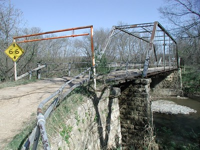 Iron truss bridge over Little Walnut River near Bois D' Arc