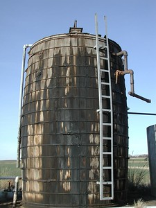 Wood oil storage tank