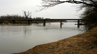 US-160 bridge over Arkansas River seen from Cave Park