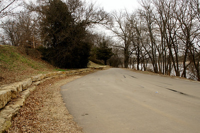 Drive along Arkansas River at Cave Park